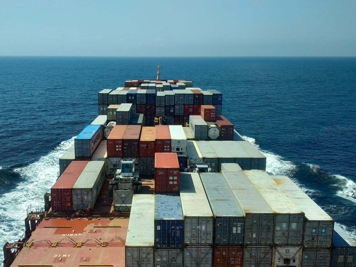 vehicle shipping cargo